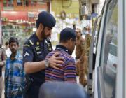 شرطة طبرجل والقريات تضبط مخالفين لنظامي الإقامة والعمل