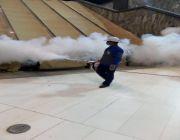 200 عامل يحملون تجهيزات لمكافحة الحشرات على مدار الساعة بالمسجد الحرام