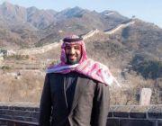 وزير خارجية البحرين ينشر صورة لولي العهد على سور الصين.. ماذا كتب عنها؟