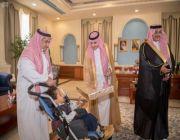 أمير الجوف يستقبل مدير وأطفال جمعية الأطفال المعوقين