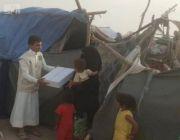 مركز الملك سلمان للإغاثة يوزع 800 كرتون تمور للنازحين والمتضررين في الجوف
