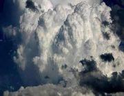 """5  مناطق في مرمى تنبيهات """"الأرصاد"""": أمطار وسيول وتساقط بَرَد وأتربة"""