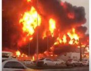 شاهد.. حريق هائل يلتهم سوقًا شعبيًا في إمارة عجمان