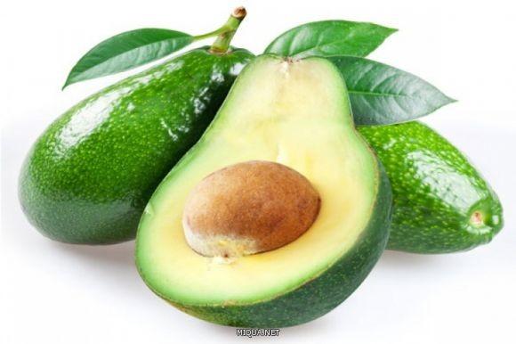 الأفوكادو من الأطعمة المغذية التي تحتوي على نسبة عالية من الدهون الصحية والفيتامينات القابلة للذوبان والتي تمنحك الشعور بالشبع لوقت طويل