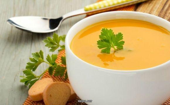 يحتوي العدس على نسبة عالية من البروتينات والألياف، لذلك ينصح بالإكثار من تناول حساء العدس خلال شهر رمضان